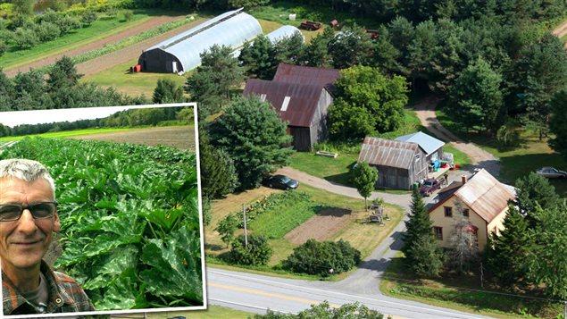 Robin Fortin et une vue aérienne de sa ferme