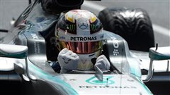 Hamilton, brouillon, se ressaisit et gagne à Silverstone