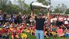 Andrew Desjardins à Lively avec la Coupe Stanley