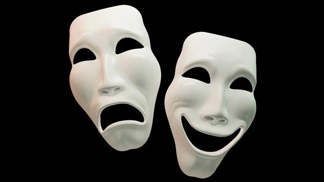 Une paire de masques associés au théâtre