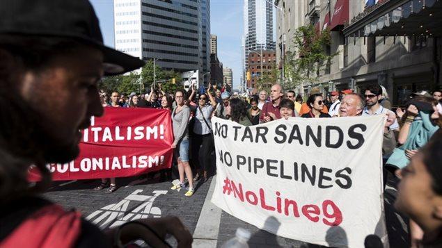 Le sommet de Toronto tente de constituer une « masse critique » afin de faire pression sur les gouvernements nationaux des Amériques, à l'approche du sommet de Paris.