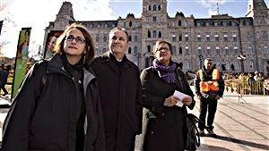 Francine Lévesque (CSN), Daniel Boyer (FTQ) et Lucie Martineau (SISP), du front commun