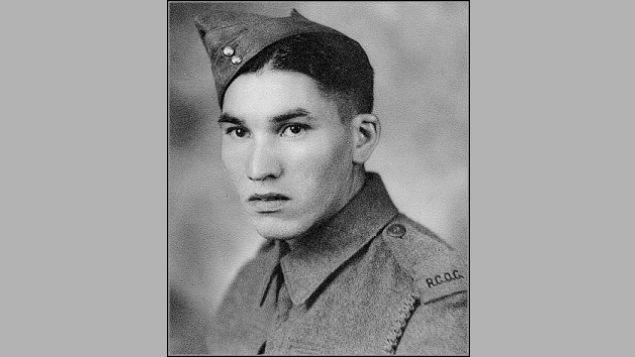 Charles « Checker » Tomkins, un soldat cri pendant la Seconde Guerre mondiale