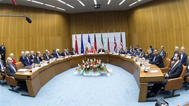 ممثلو إيران ومجموعة الـ5+1 والاتحاد الأوروبي والوكالة الدولية للطاقة الذرية خلال اجتماعهم اليوم في مبنى الأمم المتحدة في فيينا