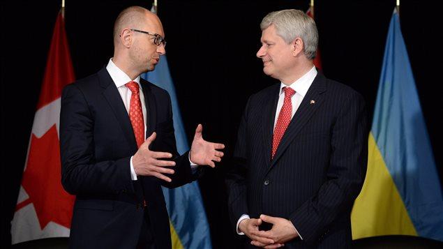 Arseni Iatseniouk, premier ministre ukrainien et Stephen Harper, premier ministre canadien