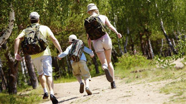 Une famille en randonnée