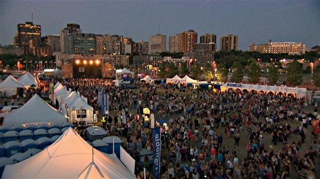 Plus de 300 000 personnes ont assisté cette année au Bluesfest d'Ottawa. (07-15)