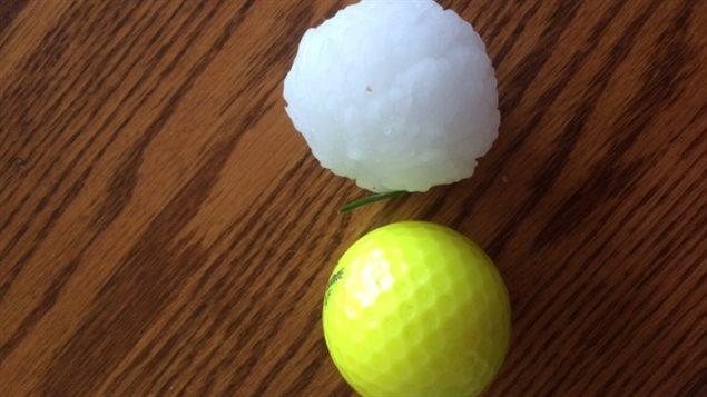 Des grêlons de la taille de balles de golf sont tombés à Calgary.