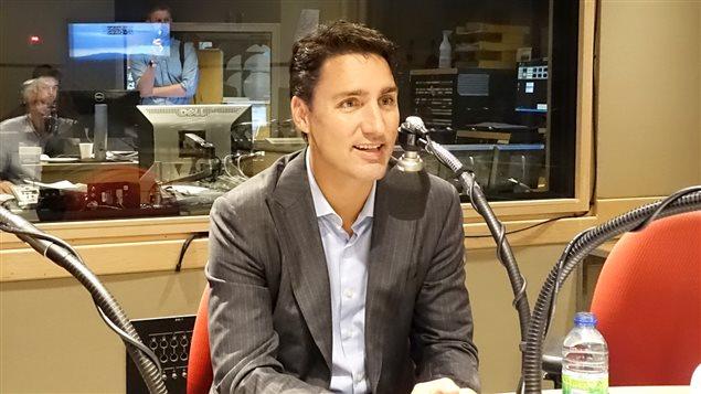 Justin Trudeau de passage dans le studio de C'est pas trop tôt, le 22 juillet 2015