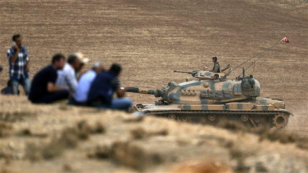 Desplazamientos militares turcos cerca de la frontera con Siria.