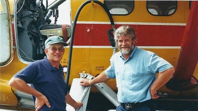 Normand Ouellette (à droite), pilote de brousse