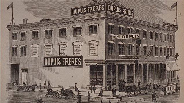 � son ouverture en 1870, le magasin Fr�res Dupuis �tait situ� au 865 Sainte-Catherine. Le commerce a d�m�nag� � plusieurs reprises pour s'�tablir au coin Saint-Andr� et Sainte-Catherine.
