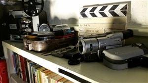 Les participants du camp Zombie Academy à Pine Falls au Manitoba peuvent observer l'équipement cinématographique utilisé dans le passé.