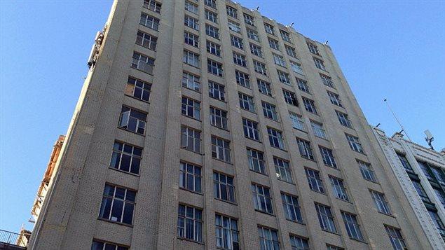 L'immeuble devant lequel les débris ont été trouvés.