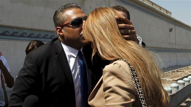 Aux journalistes venus assister au prononcé du verdict, Mohamed Fahmy a annoncé son mariage avec sa conjointe Marwa Omara.