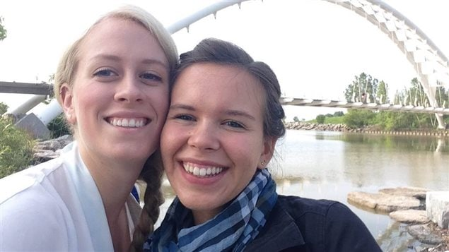Sarah Reilly et Monika Sosnowski, assistantes de recherche de de l'Université de Waterloo participent au projet «L'Ontario français et ses premiers textes».