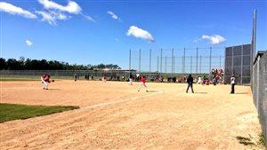 Près de 1000 joueurs et 78 équipe participent au Championnat canadien des Premières Nation de balle rapide à Winnipeg.
