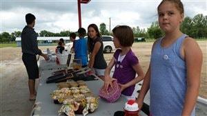 Des jeunes de 9 à 13 ans apprennent les notions de base de l'entrepreneuriat au Camp EntrepreneuR du Conseil de développement économique des municipalités bilingues du Manitoba (CDEM).