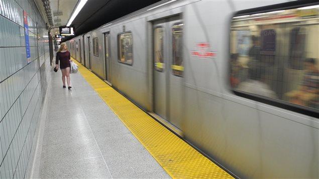 Les usagers du métro à Toronto pourraient devoir payer plus l'an prochain.