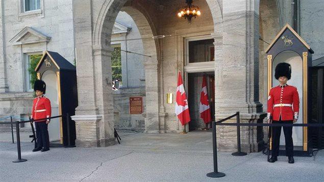 Le premier ministre est attendu dans quelques minutes à Rideau Hall.