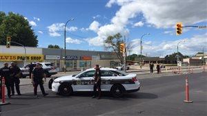 Les policiers ont fermé une portion de la rue Main dans le nord de Winnipeg durant environ deux heures lundi après-midi.