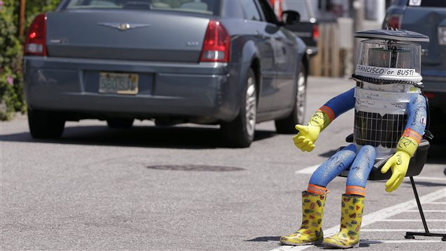 Le robot HitchBOT au Massachusetts le 17 juillet 2015