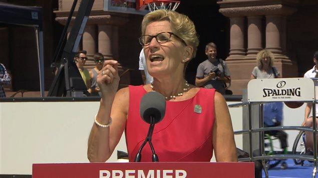La première ministre de l'Ontario, Kathleen Wynne, parle d'une relation dysfonctionnelle avec le gouvernement Harper.