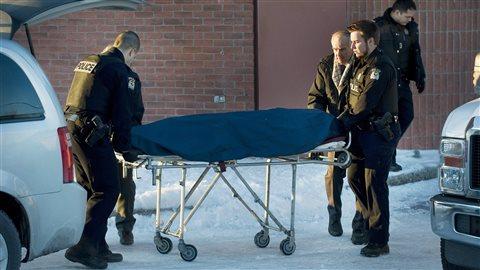 Ian Davidson, ancien sergent-détective du Service de police de la Ville de Montréal, est retrouvé mort à Laval, en janvier 2012.