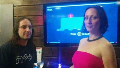 Les développeurs Raigan Burns, à gauche, et Mare Sheppard à droite. (Jonathan Ore-CBC)