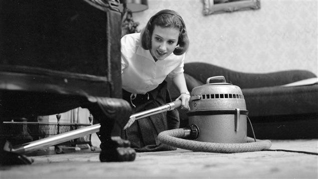 Les ann es 1950 la parfaite m nag re lectrifi e for Femme au foyer 1950