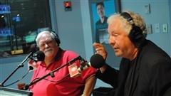 Deux journalistes d'expérience participent à notre débat de la semaine! Êtes-vous radio ou télé? Gilles Jobidon défend la radio et Serge Drouin défend la télé.