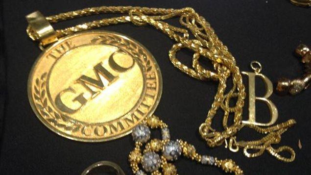.Les conseils de la RSA Canada suggèrent d'éviter le vol des bijoux en évitant de les placer dans des lieux trop fréquentés et en privilégiant des mises sous clé lorsqu'ils ne sont pas portés