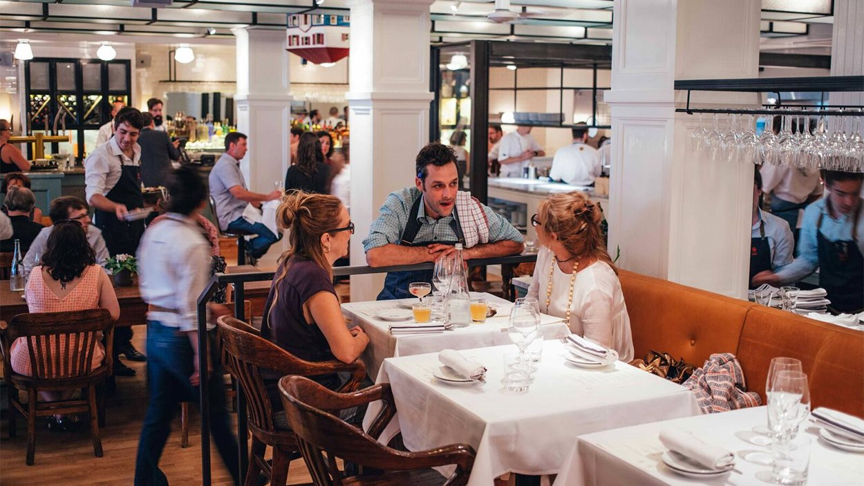 Place au restaurant montr al plaza de charles antoine for Salle a manger montreal restaurant