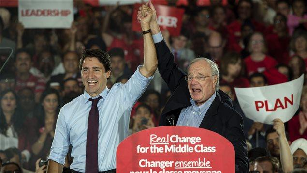 Justin Trudeau et Paul Martin, lors d'un rassemblement à Brampton, en Ontario.