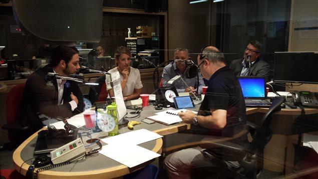 Les candidats Rodolphe Husny (PCC), Mélanie Joly (PLC), Martin Leclerc (NPD) et Christian Picard (BQ) débattent des enjeux électoraux fédéraux avec Michel C. Auger.