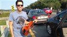 Un violoniste offre un concert au coeur d'un embouteillage monstre