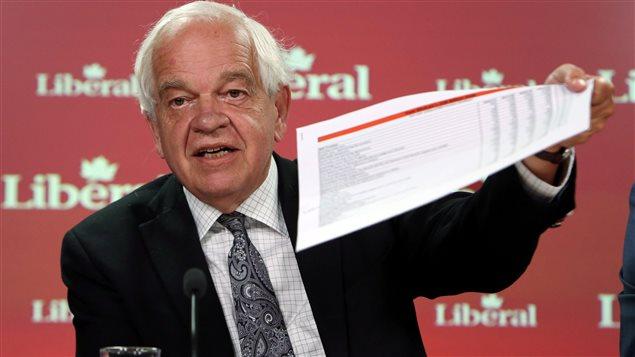 Le nouveau ministre de l'Immigration, des Réfugiés et de la Citoyenneté, John McCallum durant la campagne électoral.