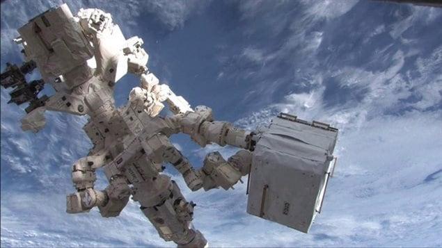 DEXTRE, le robot canadien utilisera le système de déploiement Kaber, pour lancer de microsatellites à partir de la Station spatiale.