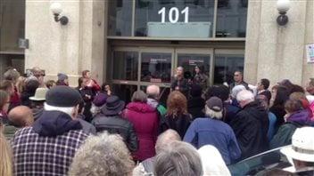 Quelques centaines de personnes se sont rassemblées à Saskatoon pour demander au gouvernement du Canada d'accueillir plus d'immigrants syriens.