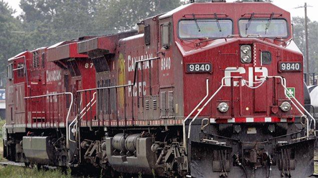 La collision entre les deux trains est survenue tôt dimanche matin.