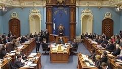 Et Pierre Karl Péladeau a confié son bloc de contrôle du conglomérat Québecor à une société mandataire administrée notamment par l'ex-PDG du Mouvement Desjardins Claude Béland. Est-ce que ce sera suffisant pour mettre le débat de côté? Et on fait un bilan de la mi-campagne au fédéral.