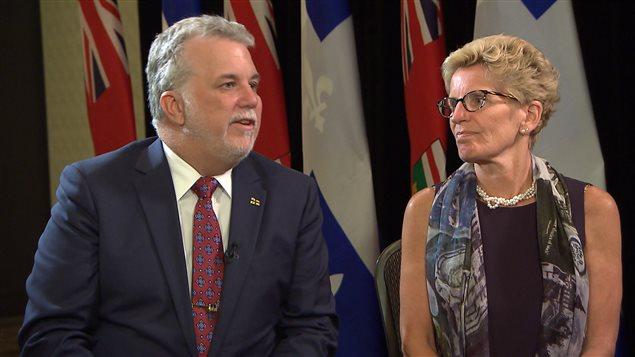 Les premiers ministres Kathleen Wynne et Philippe Couillard