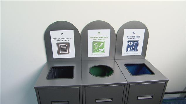 Des poubelles de recyclage