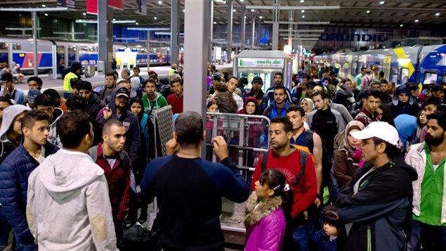 Des migrants à la gare de Munich, en Allemagne, le 13 septembre