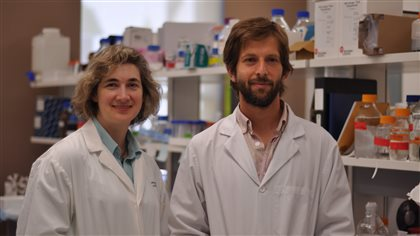 Professor Valerie Sim and Leonardo Cortez, lead author of the research paperpublished in the science publication Journal of Virology