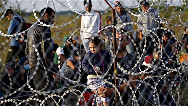 Des migrants coincés du côte serbe de la frontière
