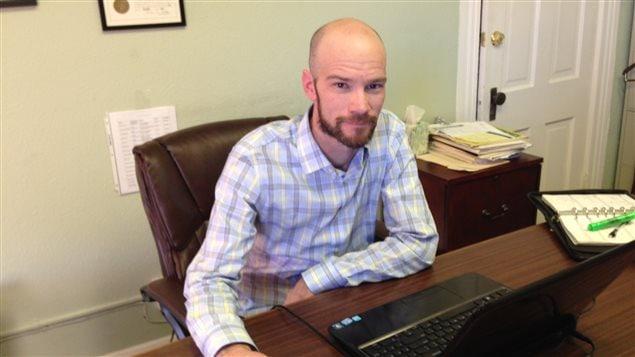 L'avocat Brian Vicente a rédigé la proposition référendaire qui a mené à la légalisation au Colorado. On proposait que la marijuana devrait être traitée comme l'alcool.
