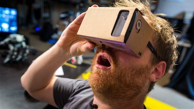 Google Cardboard est une façon simple de faire l'expérience de la réalité virtuelle