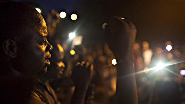Une foule manifeste contre les putschistes à Ouagadougou