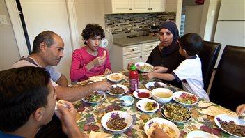 La famille syrienne d'Al Moliya est maintenant installée à Regina au Canada et espère s'intégrer rapidement.